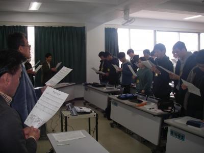 ガイダンス後の校歌練習.JPG